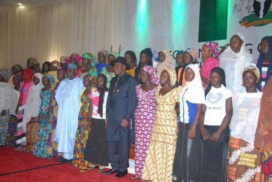 Escaped-Chibok-Girls-with-GEJ-e1406044092629
